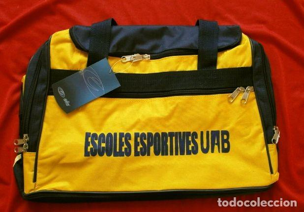 BOLSA DE DEPORTE - FUTBOL (NUEVA) BOLSA POLYESTER CON ZAPATILLERO AMARILLA - ESCOLES ESPORTIVES UAB (Coleccionismo Deportivo - Material Deportivo - Fútbol)