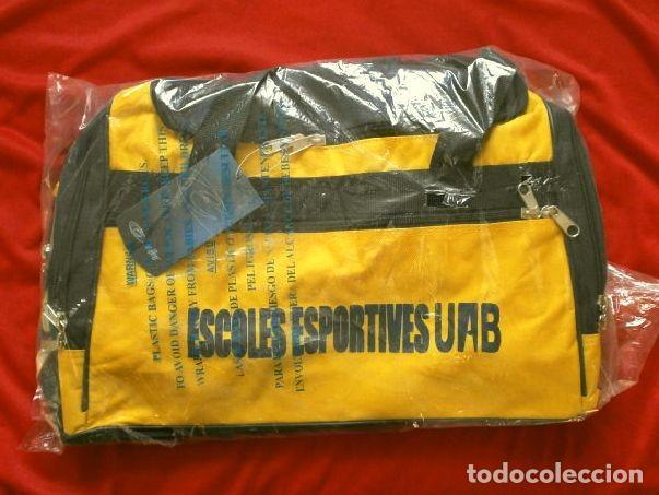 Coleccionismo deportivo: BOLSA DE DEPORTE - FUTBOL (nueva) BOLSA POLYESTER CON ZAPATILLERO AMARILLA - ESCOLES ESPORTIVES UAB - Foto 5 - 192667215