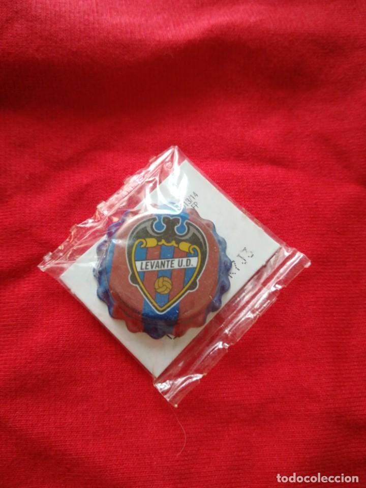 UNA CHAPA DE CLUB LEVANTE U. D. (Coleccionismo Deportivo - Material Deportivo - Fútbol)