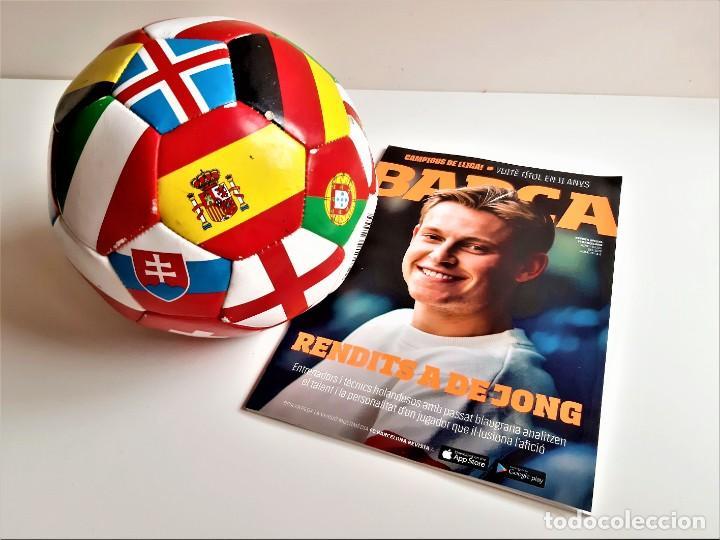 BALON DE FUTBOL + REVISTA OFICIAL BARCELONA CLUB DE FOTBOL (Coleccionismo Deportivo - Material Deportivo - Fútbol)