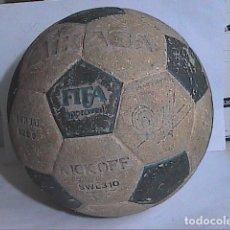 Coleccionismo deportivo: BALÓN DE FUTBOL AÑOS 80. MIKASA. FIRMA DE QUINI.. Lote 194282025