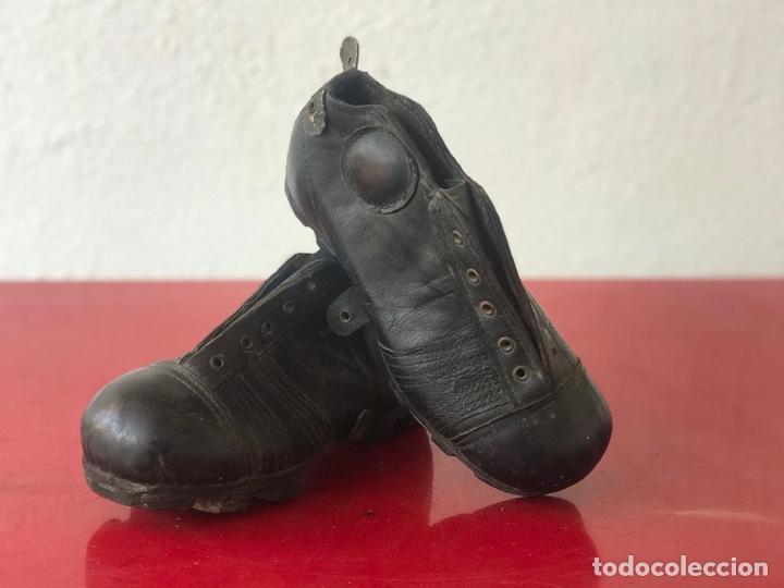 ANTIGUAS BOTAS DE FÚTBOL DE NIÑO 1920'S. SIN USAR. (Coleccionismo Deportivo - Material Deportivo - Fútbol)