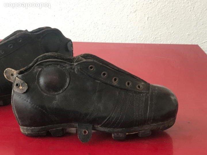 Coleccionismo deportivo: ANTIGUAS BOTAS DE FÚTBOL DE NIÑO 1920'S. SIN USAR. - Foto 3 - 194608130