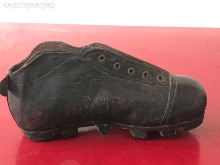 Coleccionismo deportivo: ANTIGUAS BOTAS DE FÚTBOL DE NIÑO 1920'S. SIN USAR. - Foto 6 - 194608130