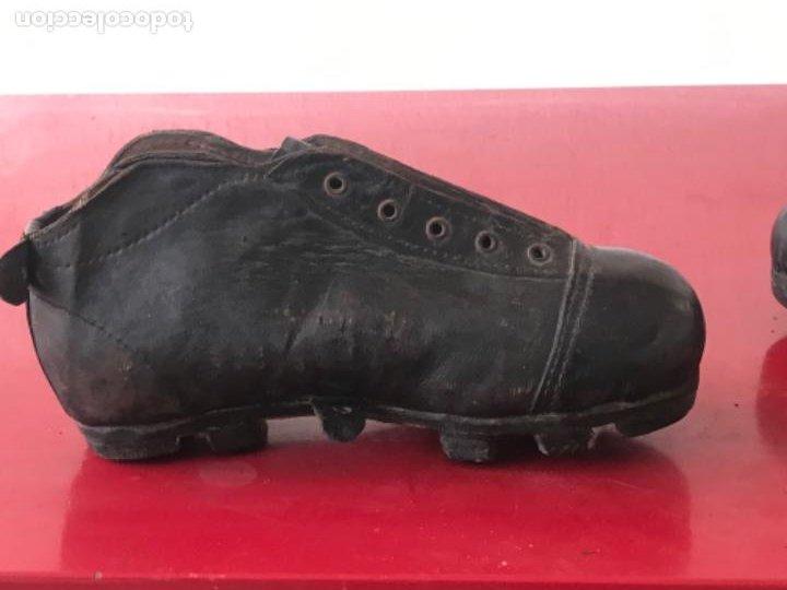 Coleccionismo deportivo: ANTIGUAS BOTAS DE FÚTBOL DE NIÑO 1920'S. SIN USAR. - Foto 11 - 194608130