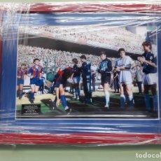 Coleccionismo deportivo: CUADRO PARA COLECCIONISTA DEL PASILLO DEL REAL MADRID AL BARCELONA 1991. Lote 194692727
