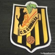 Coleccionismo deportivo: -ESCUDO DE TELA ANTIGUO DE FUTBOL : C.D. CORRALES ( CASTILLA LEON - ZAMORA ). Lote 194738582