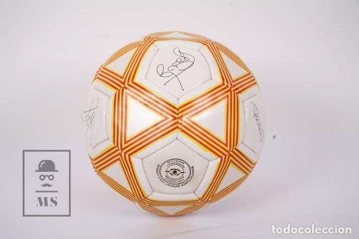 Coleccionismo deportivo: Balón / Pelota de Fútbol - Selecció Catalana de Fútbol - Diario Avui - Firmas Jugadores Impresas - Foto 3 - 195102731