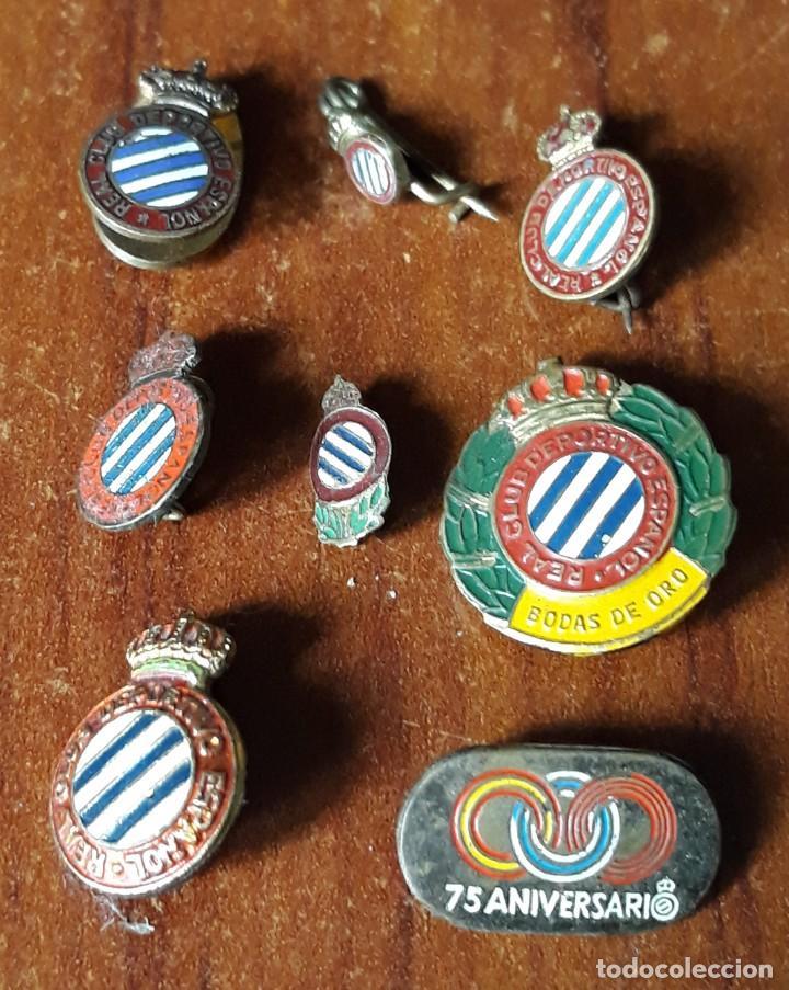 LOTE DE INSIGNIAS ANTIGUAS Y ORIGINALES DEL REAL CLUB DEPORTIVO ESPAÑOL (Coleccionismo Deportivo - Material Deportivo - Fútbol)