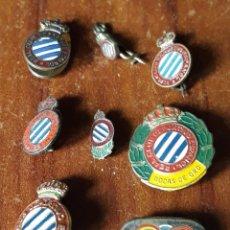 Coleccionismo deportivo: LOTE DE INSIGNIAS ANTIGUAS Y ORIGINALES DEL REAL CLUB DEPORTIVO ESPAÑOL. Lote 195338146