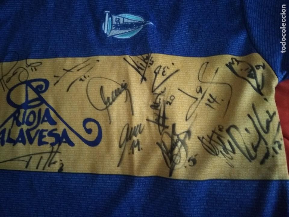 Coleccionismo deportivo: Camiseta final ueffa Deportivo Alavés Vitoria firmada jugadores - Foto 3 - 195361608