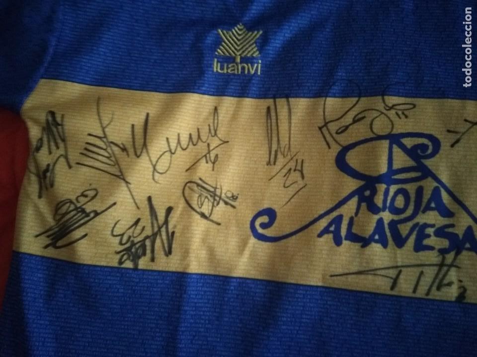 Coleccionismo deportivo: Camiseta final ueffa Deportivo Alavés Vitoria firmada jugadores - Foto 4 - 195361608