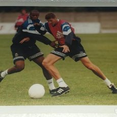 Coleccionismo deportivo: DEPORTIVO LA CORUÑA FOTOGRAFIA CAMPEON TEMPORADA 1999 - 2000 ENTRENAMIENTO. Lote 195405970