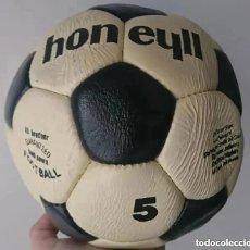 Coleccionismo deportivo: RAREZA ANTIGUO BALON FUTBOL ORIGINAL DE EPOCA MARCA HONEYLL REPLICA ADIDAS MUNDIAL NO TANGO ETRUSCO. Lote 195546018