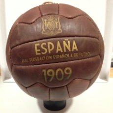 Coleccionismo deportivo: BALON DE FÚTBOL RETRO -BALON ESPAÑA FEDERACION ESPAÑOLA DE FUTBOL 1909 -BALON DE 18 PANELES. Lote 195665486
