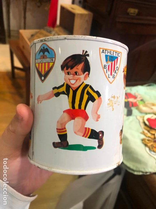 ANTIGUA HUCA METALICA FUTBOL - CASTELLON - BARCELONA - VALENCIA - MADRID - BILBAO - MEDIDA 11X10 CM (Coleccionismo Deportivo - Material Deportivo - Fútbol)