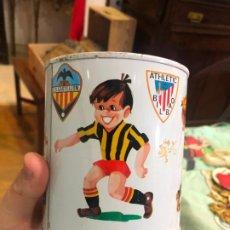 Coleccionismo deportivo: ANTIGUA HUCA METALICA FUTBOL - CASTELLON - BARCELONA - VALENCIA - MADRID - BILBAO - MEDIDA 11X10 CM. Lote 197510566