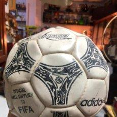 Coleccionismo deportivo: BALON DE FUTBOL ADIDAS EUROPA. Lote 198058853