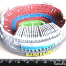 Coleccionismo deportivo: MAQUETA ESTADIO CAMP NOU FC BARCELONA EN RESINA Y EN COLOR 10 X 8 X 3 CM DE ALTO 100 % NUEVO R. Lote 215938876