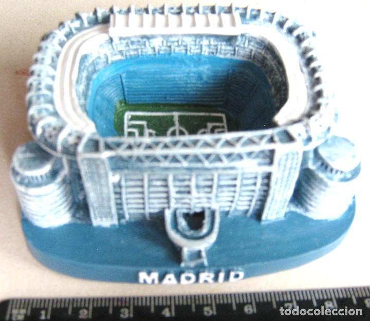 MAQUETA ESTADIO SANTIAGO BERNABEU REAL MADRID RESINA Y AZUL 9 X 7 X 4 CM DE ALTO 100 % NUEVO R (Coleccionismo Deportivo - Material Deportivo - Fútbol)