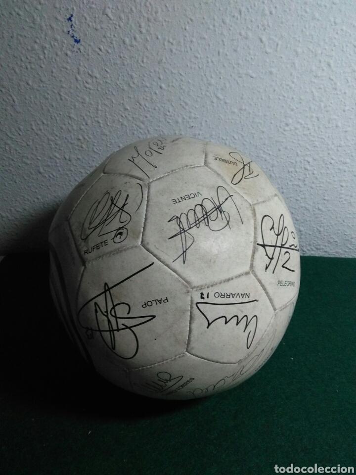 Coleccionismo deportivo: Balón de futbol futbol club valencia con las firmas de jugadores - Foto 2 - 199821930