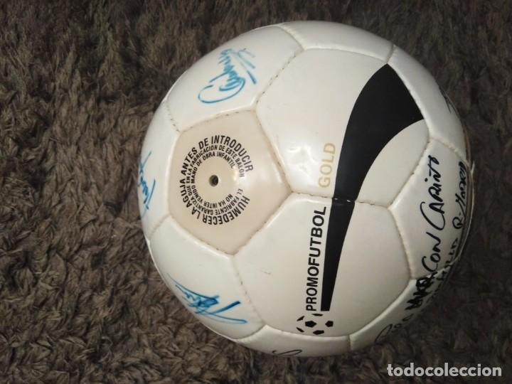 Coleccionismo deportivo: Balón firmado Real Madrid - Foto 4 - 200080262