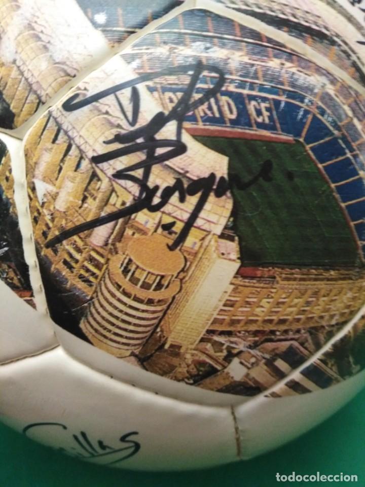 Coleccionismo deportivo: Balón firmado Real Madrid - Foto 8 - 200080262