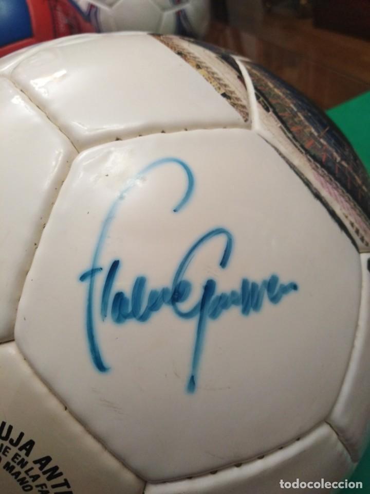 Coleccionismo deportivo: Balón firmado Real Madrid - Foto 13 - 200080262
