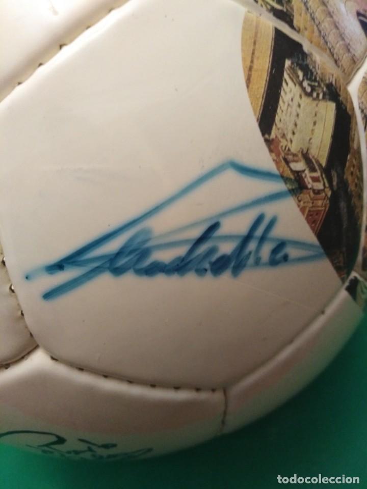 Coleccionismo deportivo: Balón firmado Real Madrid - Foto 17 - 200080262
