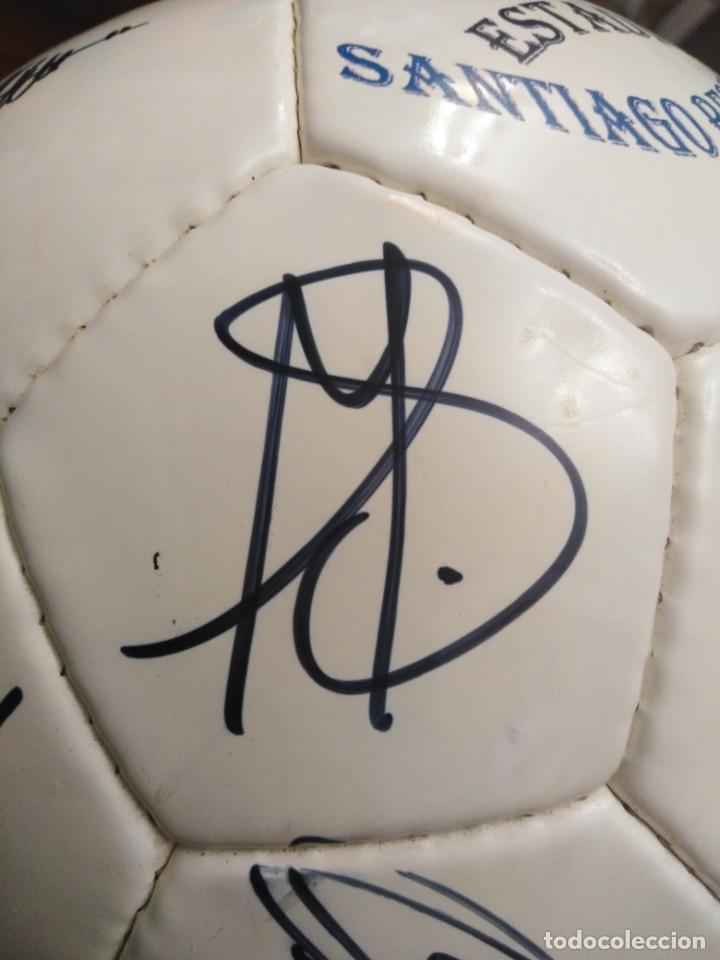 Coleccionismo deportivo: Balón firmado Real Madrid - Foto 22 - 200080262