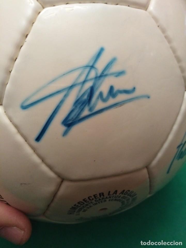 Coleccionismo deportivo: Balón firmado Real Madrid - Foto 23 - 200080262