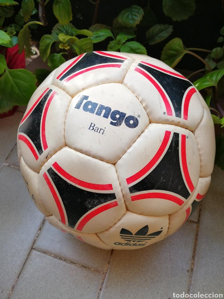 Coleccionismo deportivo: MÍTICO BALÓN ADIDAS TANGO BARI OFFICIAL FIFA BALL, 1988 (MADE IN FRANCE). DIFÍCIL!!!. - Foto 2 - 200371345