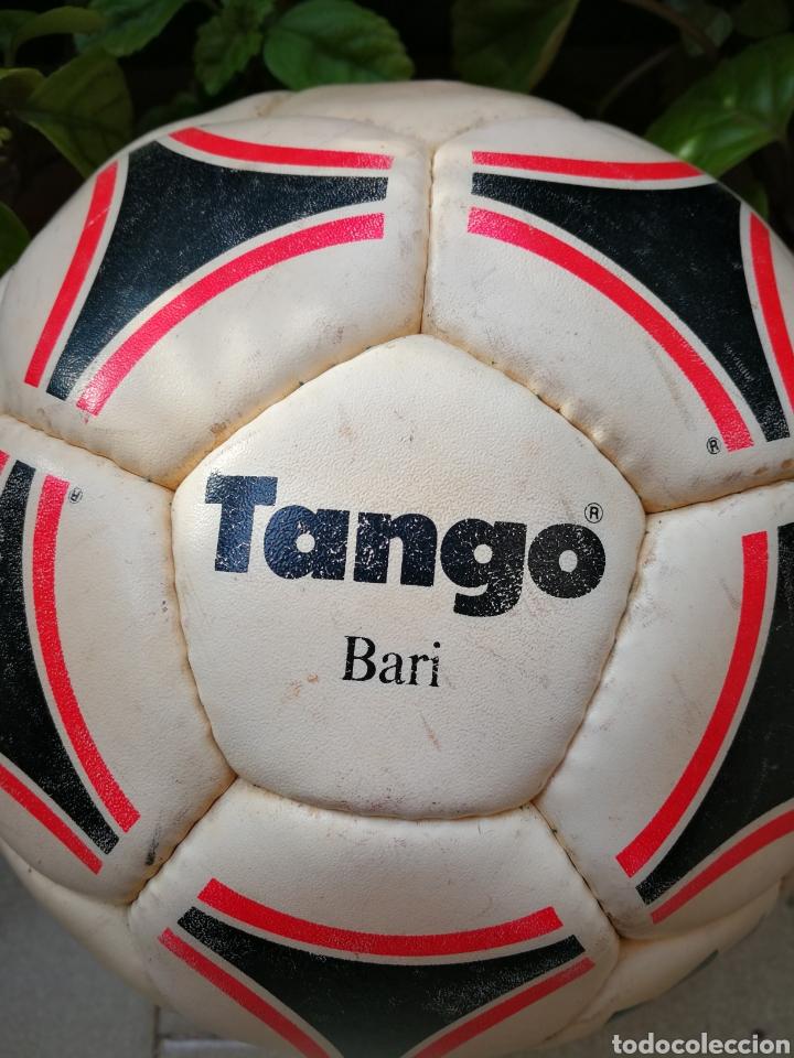 Coleccionismo deportivo: MÍTICO BALÓN ADIDAS TANGO BARI OFFICIAL FIFA BALL, 1988 (MADE IN FRANCE). DIFÍCIL!!!. - Foto 3 - 200371345