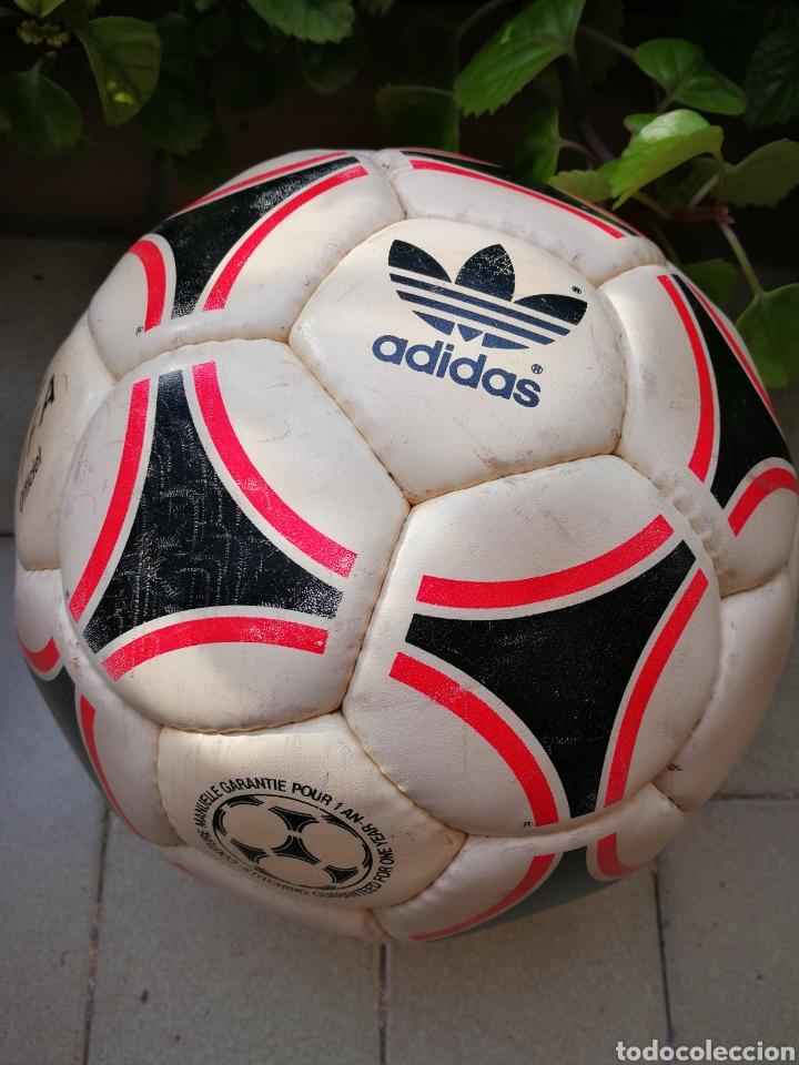 Coleccionismo deportivo: MÍTICO BALÓN ADIDAS TANGO BARI OFFICIAL FIFA BALL, 1988 (MADE IN FRANCE). DIFÍCIL!!!. - Foto 4 - 200371345