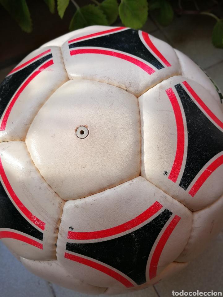 Coleccionismo deportivo: MÍTICO BALÓN ADIDAS TANGO BARI OFFICIAL FIFA BALL, 1988 (MADE IN FRANCE). DIFÍCIL!!!. - Foto 8 - 200371345