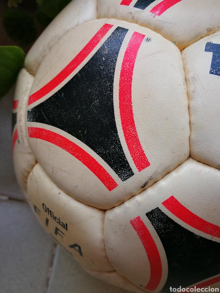 Coleccionismo deportivo: MÍTICO BALÓN ADIDAS TANGO BARI OFFICIAL FIFA BALL, 1988 (MADE IN FRANCE). DIFÍCIL!!!. - Foto 9 - 200371345