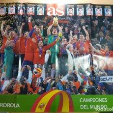 Coleccionismo deportivo: CARTEL SELECCION ESPAÑOLA DE FUTBOL CAMPEONA DEL MUNDO AS. Lote 204805467