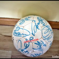 Coleccionismo deportivo: BALON FUTBOL PROMOFUTBOL CON MUCHAS FIRMAS DE LEYENDAS JUGADORES DEL REAL MADRID ORIGINALES. Lote 207066545