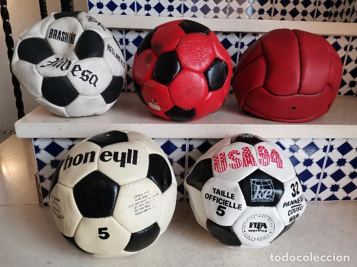 LOTE DE ANTIGUOS BALONES DE FUTBOL AÑOS 80 PROCEDENTE DE ANTIGUA TIENDA BALON CUERO (Coleccionismo Deportivo - Material Deportivo - Fútbol)
