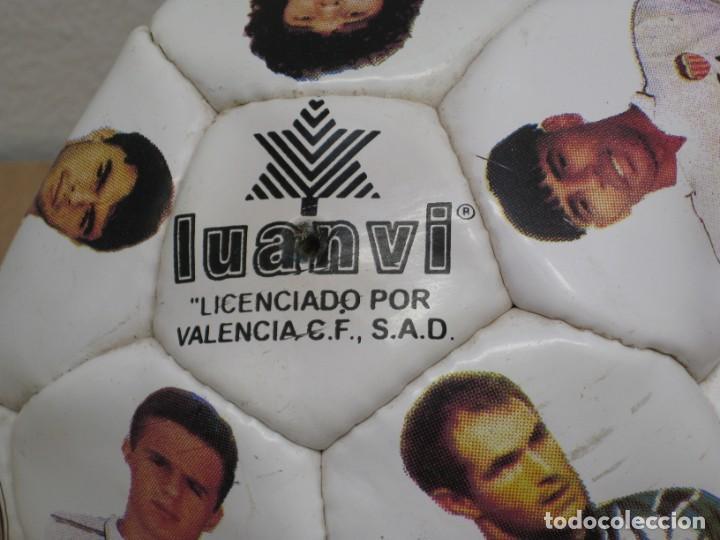 Coleccionismo deportivo: Balon del valencia c.f temporada 96-97. - Foto 2 - 210301705