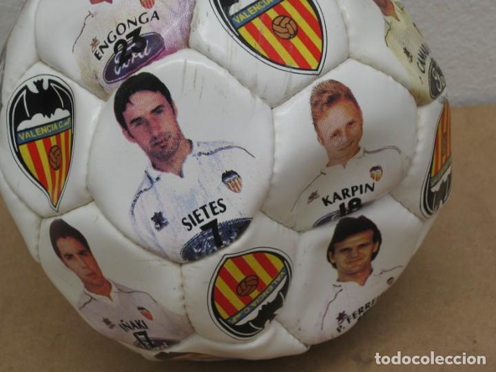 Coleccionismo deportivo: Balon del valencia c.f temporada 96-97. - Foto 3 - 210301705
