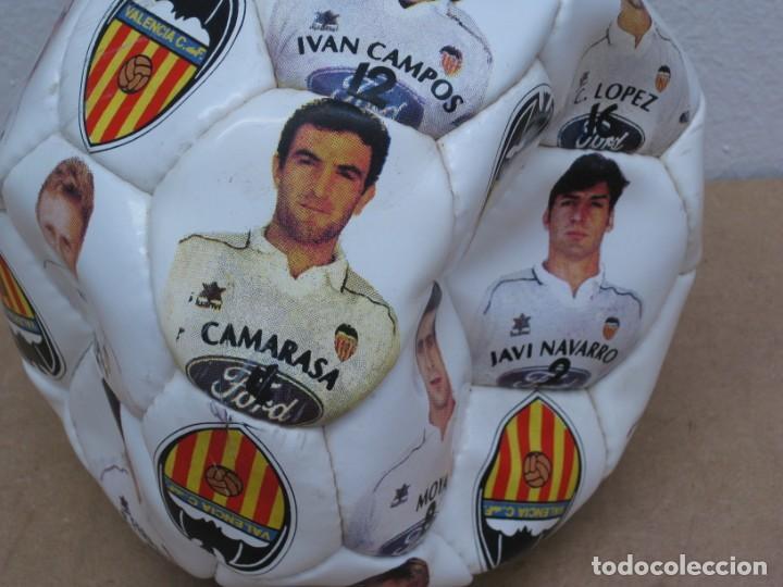 Coleccionismo deportivo: Balon del valencia c.f temporada 96-97. - Foto 4 - 210301705