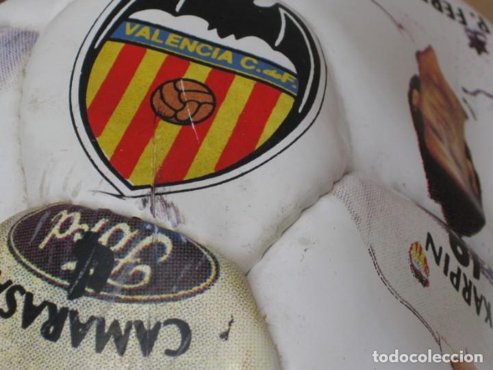 Coleccionismo deportivo: Balon del valencia c.f temporada 96-97. - Foto 5 - 210301705