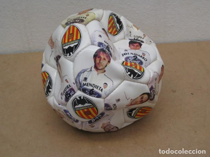 Coleccionismo deportivo: Balon del valencia c.f temporada 96-97. - Foto 7 - 210301705
