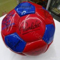Coleccionismo deportivo: BALON CON FIRMAS ORIGINALES FC BARCELONA. AÑOS 90. NADAL-SERGI-RIVALDO-PIZZI....... Lote 210768005