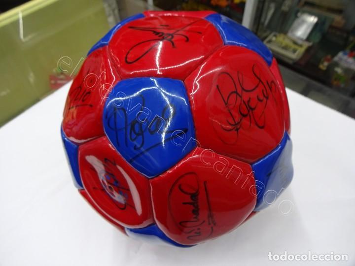 Coleccionismo deportivo: Balon con firmas originales FC Barcelona. Años 90. NADAL-SERGI-RIVALDO-PIZZI...... - Foto 2 - 210768005