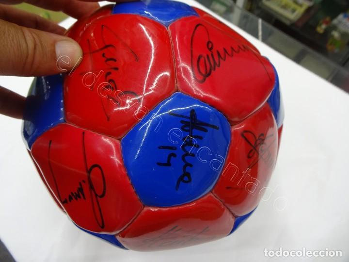 Coleccionismo deportivo: Balon con firmas originales FC Barcelona. Años 90. NADAL-SERGI-RIVALDO-PIZZI...... - Foto 3 - 210768005