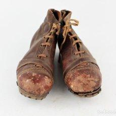 Coleccionismo deportivo: ANTIGUAS BOTAS DE FÚTBOL, AÑOS 1920 - 1930.. Lote 211770842