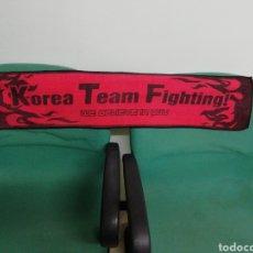 Coleccionismo deportivo: BUFANDA KOREA TEAM FIGHTING. Lote 212252362