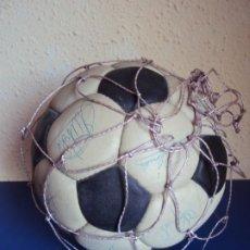 Coleccionismo deportivo: (F-200779)BALON CON FIRMAS DE JUGADORES R.C.D.ESPAÑOL AÑOS 70 - JOSE MARIA,RAMOS,OCHOA,ETC.. Lote 213134292
